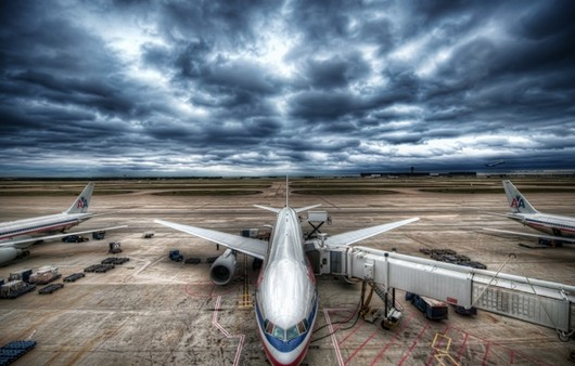 Грозовое небо над аэропортом