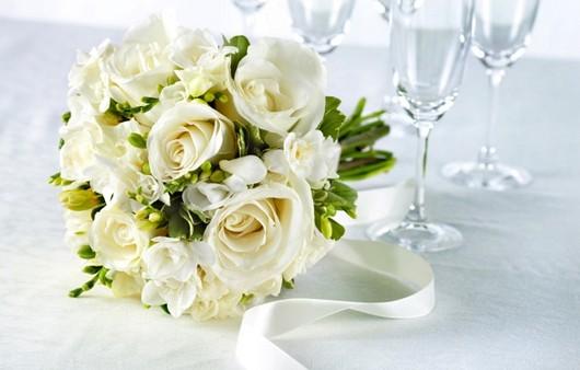 Фотообои Свадебный букет из белых роз