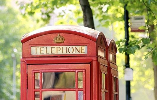 телефонная кабинка