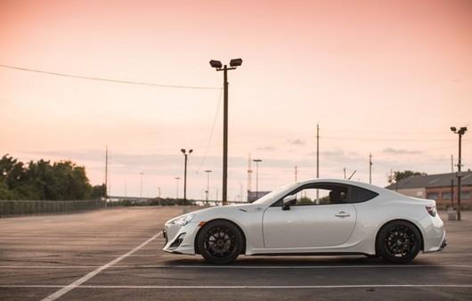 Фотообои красивая машина