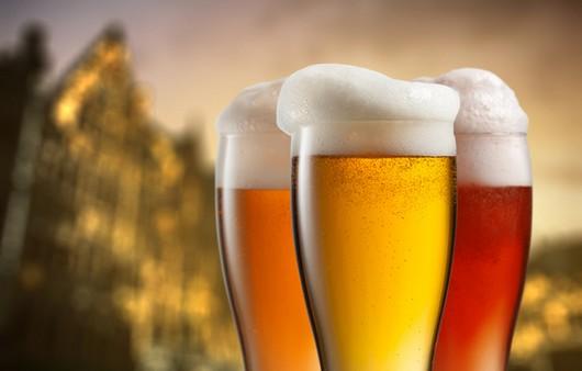 пиво в стакане