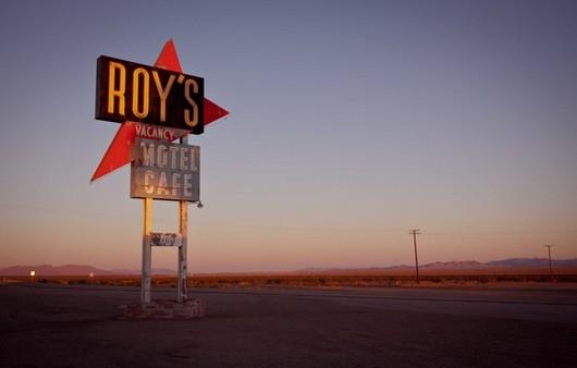 Фотообои мотель на дороге