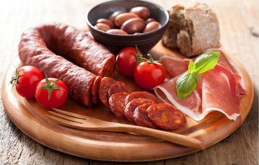 колбасы с овощами
