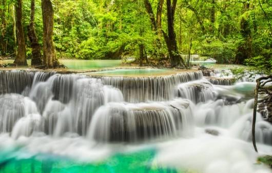 красивый водопад