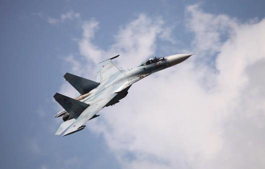 летящий су-27