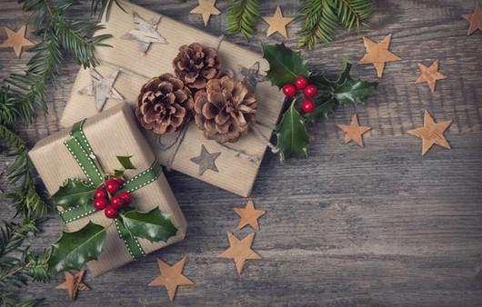 стол с подарками