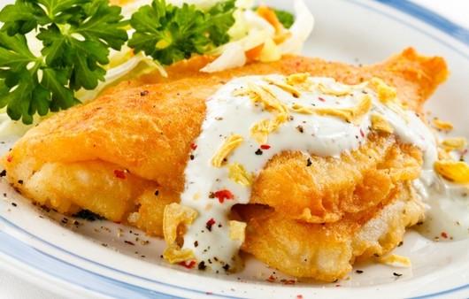 рыба в кляре под соусом