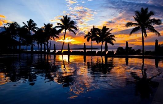 Закат под пальмами