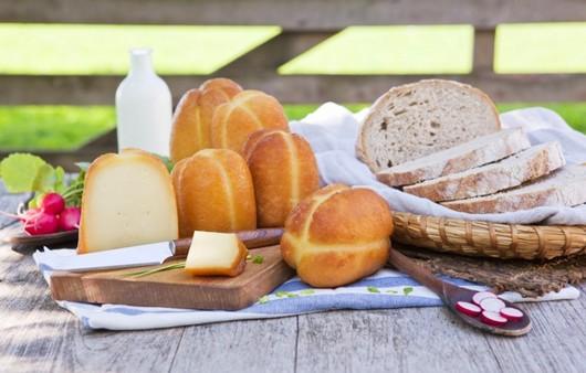 Хлеб с ломтиками сыра