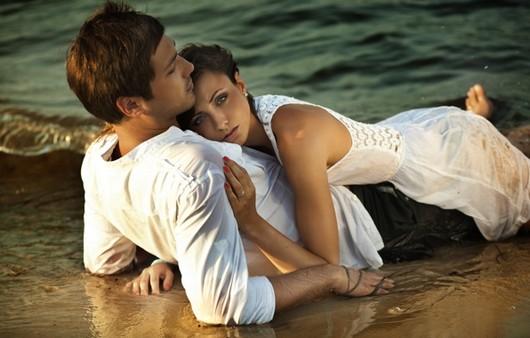 Романтическая пара на пляже