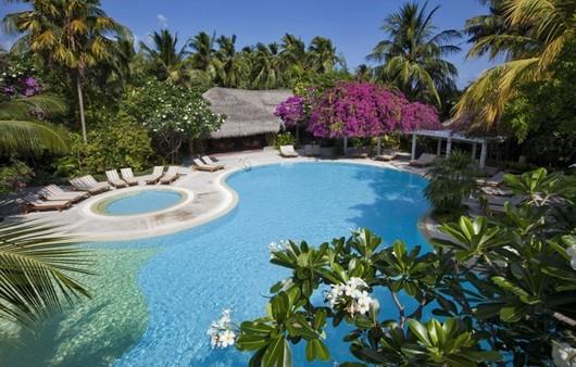 бассейн на Мальдивах