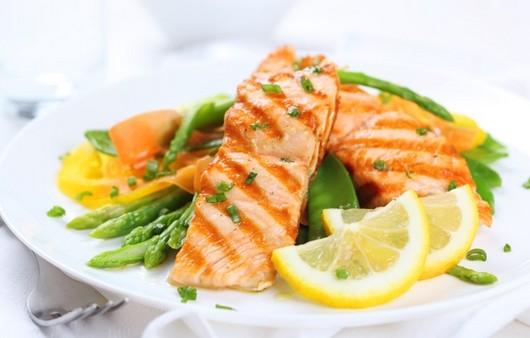 Фотообои рыба с гарниром из овощей