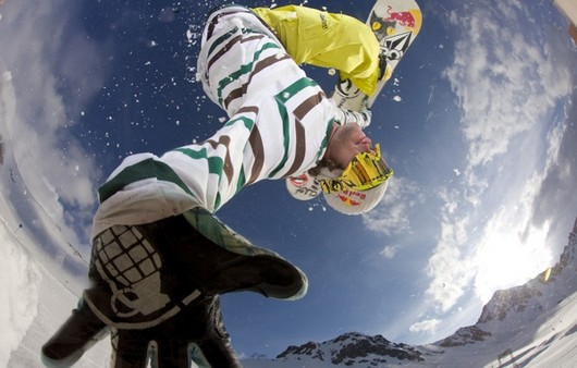 прыжок сноубордиста