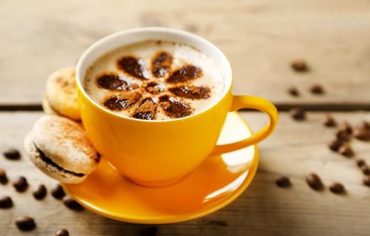 шашка кофе с пирожными