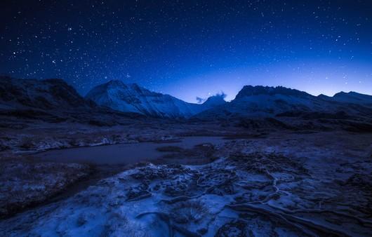 природа в Альпах при свете звезд