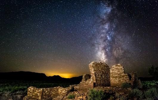 звезды у руин