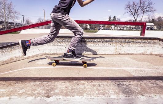 скейте на эстакаде