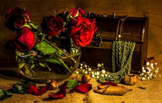цветы и сундук