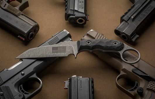 Нож и пистолеты