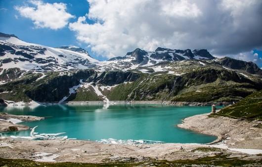 Фотообои Зеленое озеро в горах