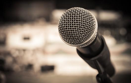 Микрофон в студии