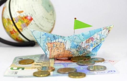 Бумажный кораблик из карты мира