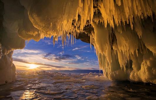 Ледяное озеро Байкал