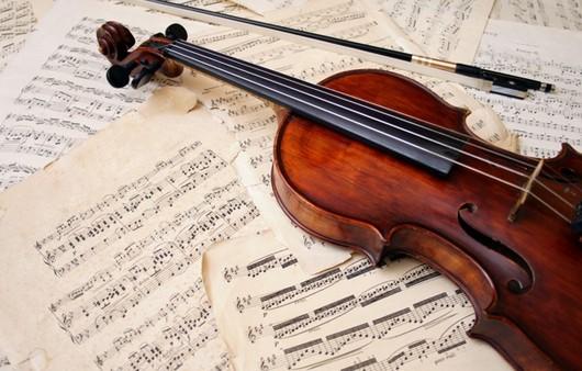 Скрипка и музыкальные ноты