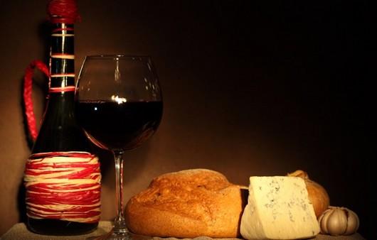 Фотообои Бокал и красное вино