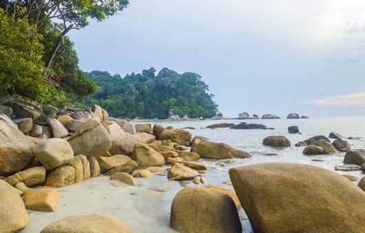 Морской пейзаж с камнями