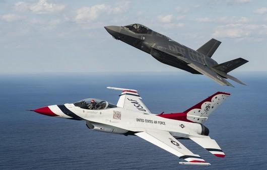 Истребители F-16 и F-35A