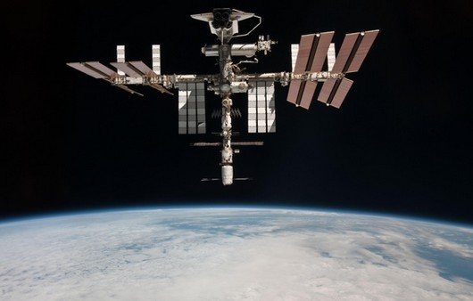 Шаттл THIS в космосе