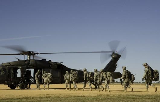 Военный вертолет UH-60