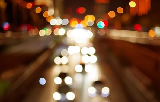 Блики проезжающих машин