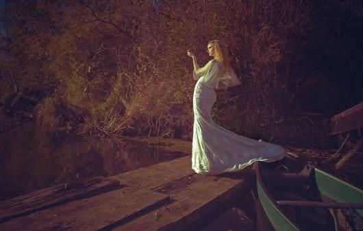 Фотообои Стильная девушка в платье