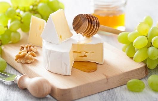 Фотообои Виноград и сыр