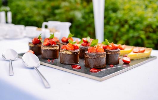 Фотообои Десерт с мятой и клубникой