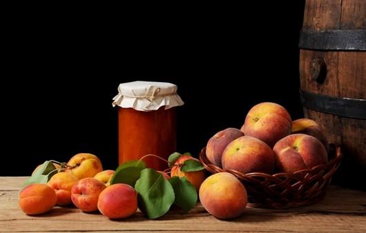 Фотообои Абрикосы и персики в корзине