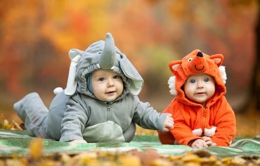 Младенцы в забавных костюмах