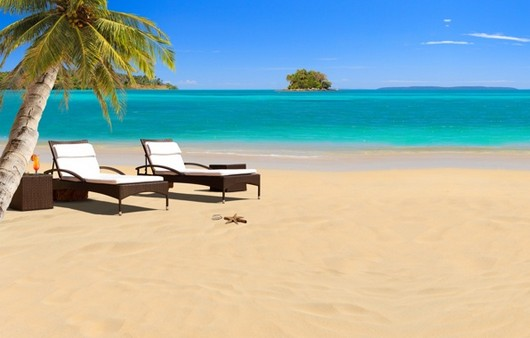 Пляж с пальмами