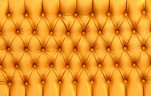Текстура кожаного желтого дивана