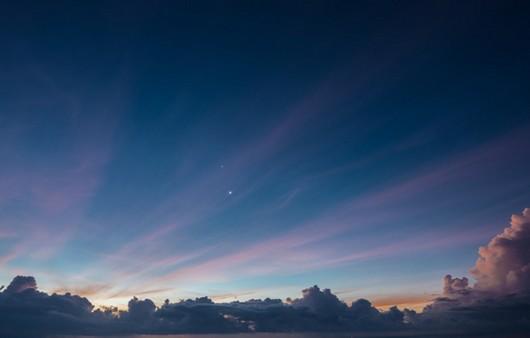 Звездное небо с тучами