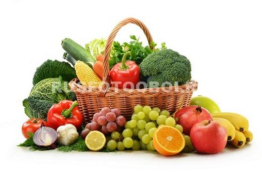 Корзинка с овощами и фруктами