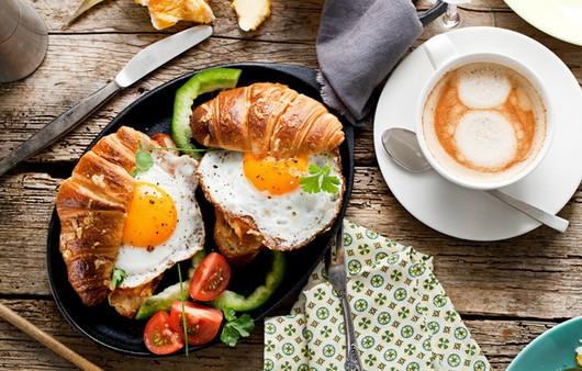 Фотообои Завтрак с круассанами