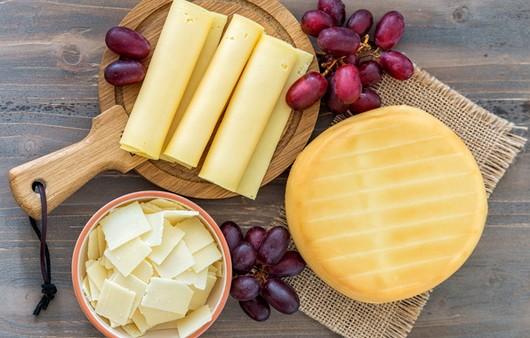 Сыр и виноград