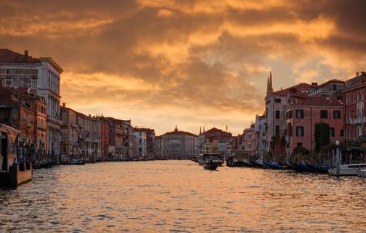 Фотообои Вид с набережной на вечерний город