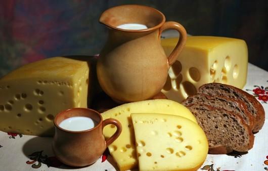 Фотообои Натюрморт с кувшином молока и с сыром