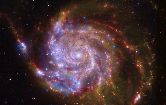 Красная спиральная галактика