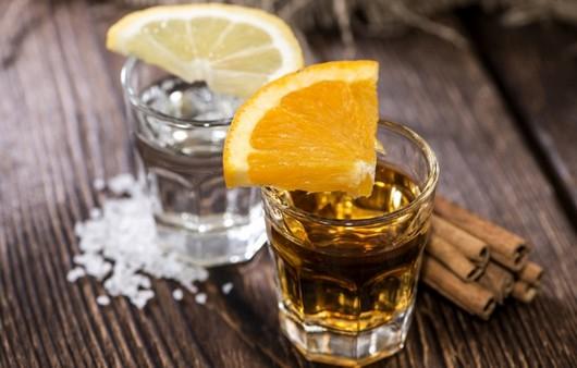 Фотообои Напитки с дольками апельсина