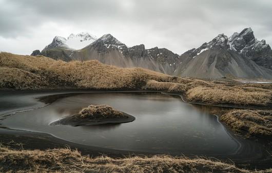 Пейзаж с горным озером